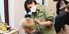 Friseurinnen schneiden gratis Haare in Obdachlosenheim