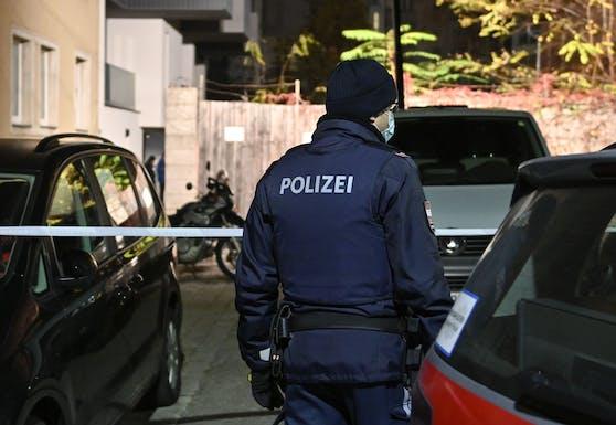 Die Polizei hat Ermittlungen nach dem Leichenfund aufgenommen. (Symbolbild)