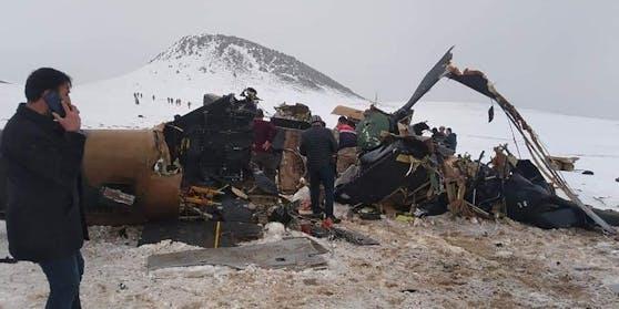 Bei einem Helikopterabsturz in der Türkei sind 11 Soldaten getötet worden.