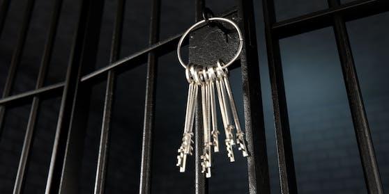 Das Schlüsselprofil für Gefängnistüren ist ein gut gehütetes Geheimnis. Deswegenmussten in der Justizvollzugsanstalt Heidering rund 600 Schlösser ausgetauscht werden.