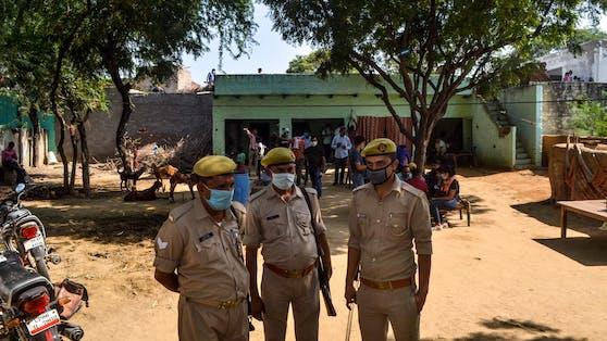 Polizisten im indischen Bundesstaat Uttar Pradesh (Symbolbild)