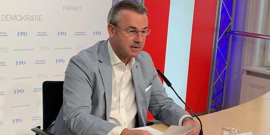 FPÖ-Chef Hofer ist wieder glattrasiert.