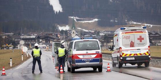 Ausreise-Kontrollen in Mayrhofen: Orte können nun komplett abgeriegelt werden.