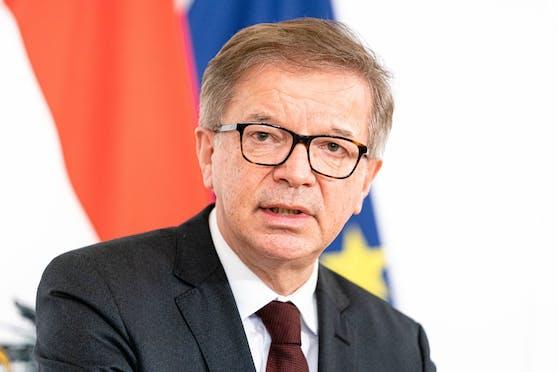 Gesundheitsminister Rudi Anschober warnt ungewohnt scharf vor einer Ausbreitung des Coronavirus.