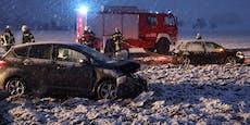 Schwerer Unfall in Gmunden - Autos in Feld geschleudert
