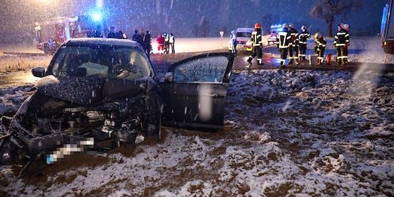 Ein schwerer Verkehrsunfall hat sich am späten Freitagnachmittag in Gschwandt (Bezirk Gmunden) ereignet.