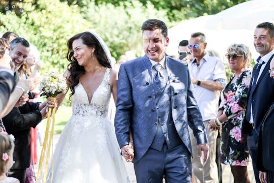 """Brautpaar Carmen & Patrick hatten Glück und durften noch """"normal"""" feiern."""