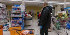 Maskenverweigerer sticht auf Supermarkt-Mitarbeiter ein