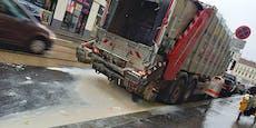 Müllauto flutet Wiener Straße mit Milchprodukten