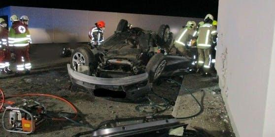 Bei dem Autounfall verloren zwei Menschen ihr Leben.