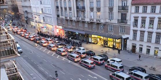 Das massive Polizeiaufgebot in der Wiener City