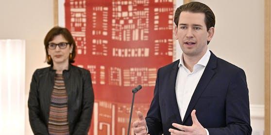 Bundeskanzler Sebastian Kurz (ÖVP) und die Leiterin des Impfgremiums, Ursula Wiedermann-Schmidt