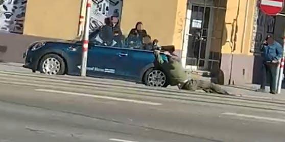Dieser Autofahrer fackelte am Sonntag nicht lange