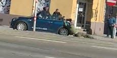 Streit in Favoriten – Cabrio-Fahrer schleift Wiener mit