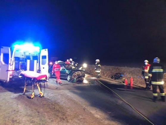 Einsatzkräfte am Unfallort versorgten den Verletzten.