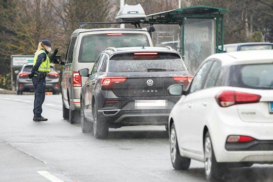 Die Ausreise wird von der Polizei kontrolliert. (Symbolfoto)