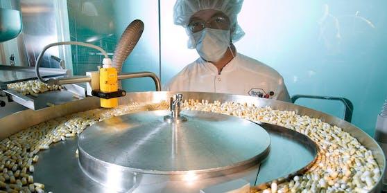 Das SchweizerPharmaunternehmen Roche will noch in diesem Jahr eine Corona-Pille auf den Markt bringen.