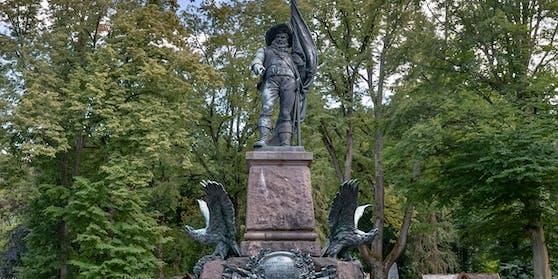 Das Andreas-Hofer-Denkmal am Innsbrucker Bergisel wurde von Vandalen verschandelt. (Archivbild)