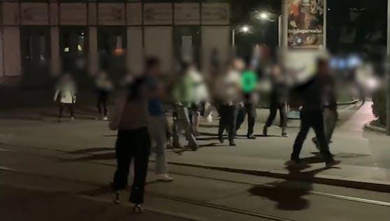 Die jungen Wiener verließen den Resselpark nach der Aufforderung der Polizei.