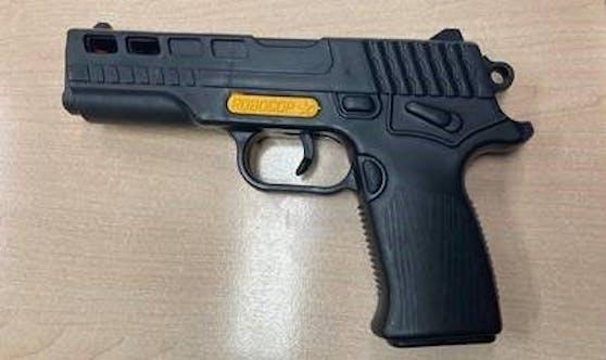 """Diese""""Robocop""""-Spielzeugpistole wurde dem 64-Jährigen abgenommen"""