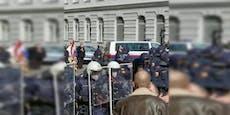 Videos zeigen Ausschreitungen auf illegaler Corona-Demo