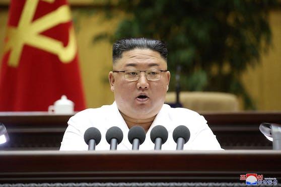 Nordkoreas Diktator Kim Jong-un bei einer Konferenz seiner Partei am 8. April 2021