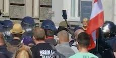 Polizei setzt Reizgas gegen Corona-Demonstranten ein
