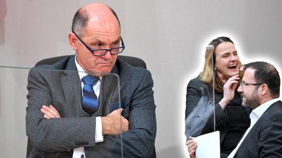 Nationalratspräsident Wolfgang Sobtka stößt sich an den blauen Masken-Rebellen