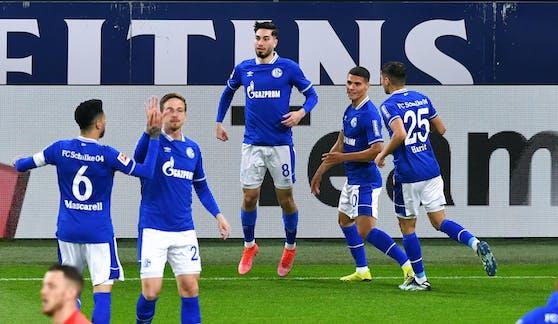 Schalke jubelt nach dem 1:0 gegen Augsburg über den zweiten Saisonsieg.