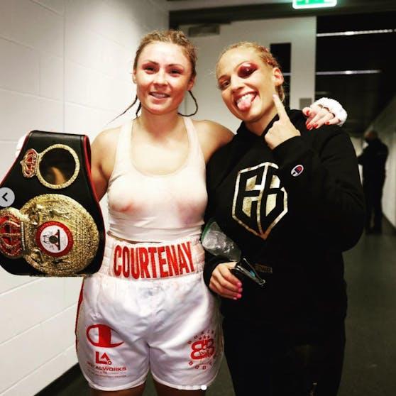 Ebanie Bridges (rechts) zeigt ihr geschwollenes Auge, gratuliert Siegerin Shannon Courtenay fair.