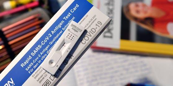 Nun steigen einige Schulen auf neue Coronatests um, jene seien zuverlässiger. (Symbolbild)