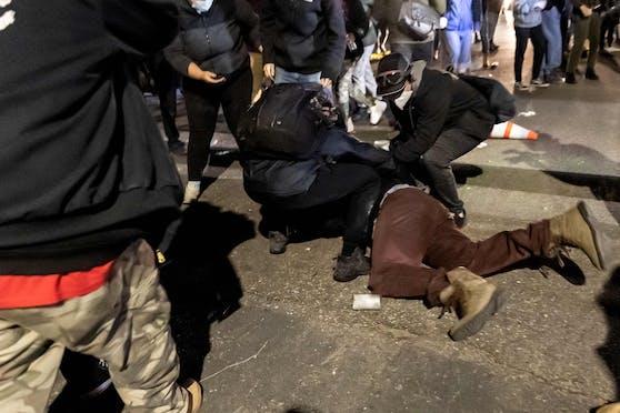 In einem Vorort von Minneapolis kam es am Sonntagabend zu Protesten.