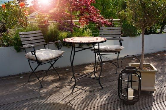 Wer sich die charmante Atmosphäre unzähliger Pariser Bistros in den eigenen Garten holen will, liegt bei Eisen richtig.