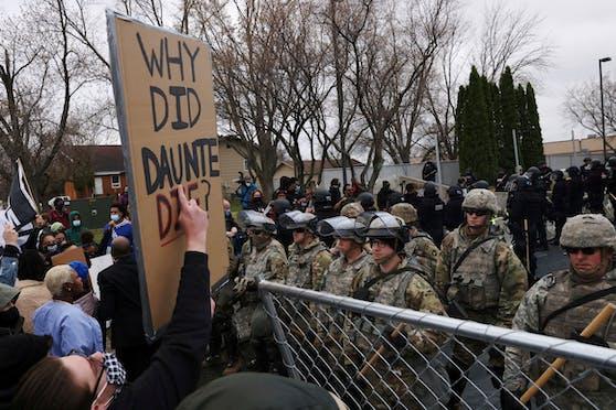 """""""Warum starb Daunte?"""", fragen die Demonstranten."""