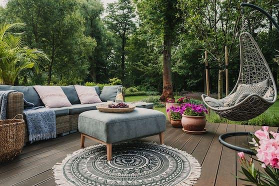 Wie ein Outdoor-Wohnzimmer: Gerade im Frühling und im Sommer verspüren wir den Wunsch, unser Leben ins Freie zu verlagern.