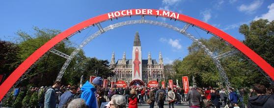 Maiaufmarsch der SPÖ am Rathausplatz 2019