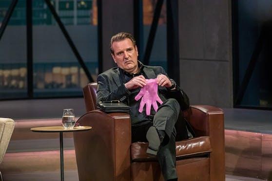 Ralf Dümel investierte in den Handschuh – auch er entschuldigte sich bereits.