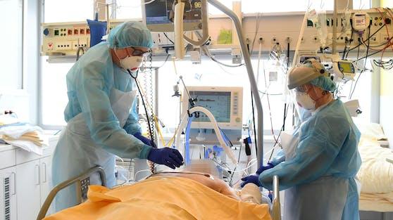 Ein Patient auf der Intensivstation des Universitätsklinikums Tulln (Symbolbild).