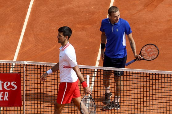 Novak Djokovic muss sich Daniel Evans geschlagen geben.