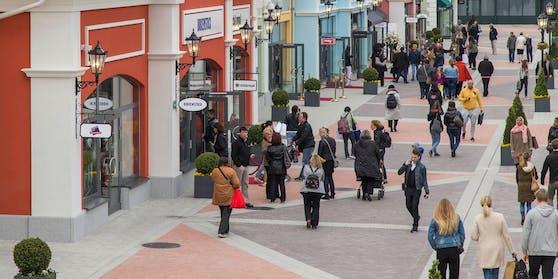 Geschäfte im Burgenland öffnen am Montag, doch Wiener dürfen nicht einkaufen.