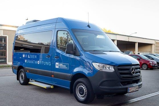Kleinbus statt Aufzug: Mit dem neuen kostenlosen Fahrtendienst wird in ihrer Mobilität eingeschränkten Menschen mit Behinderung eine Alternative zur U4-Station geboten.