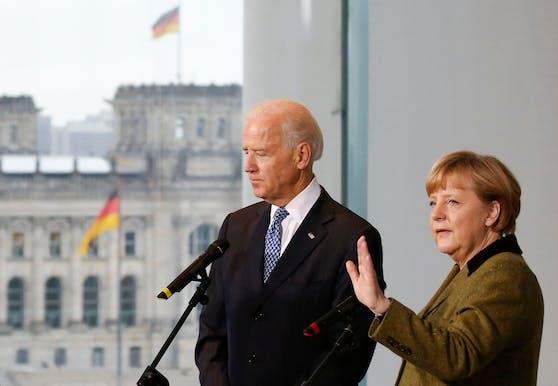 Die deutsche Kanzlerin Angela Merkel und der heutige US-Präsident Joe Biden im Jahr 2013.