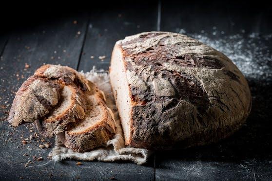 Frisches Brot mit knuspriger Kruste ist doch etwas Herrliches. So bleibt es länger frisch.