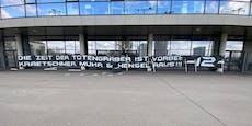 Wütende Austria-Fans protestieren vor Generali Arena