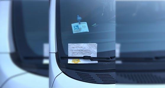 Ein Unbekannter hinterließ eine fragwürdige Nachricht auf dem Fahrzeug.