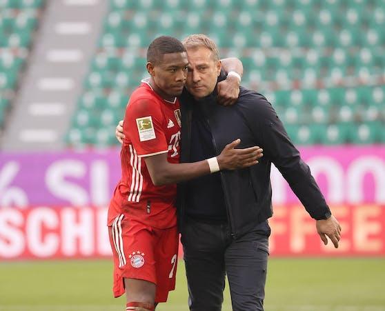 David Alaba und der scheidende Bayern-Coach Hansi Flick.