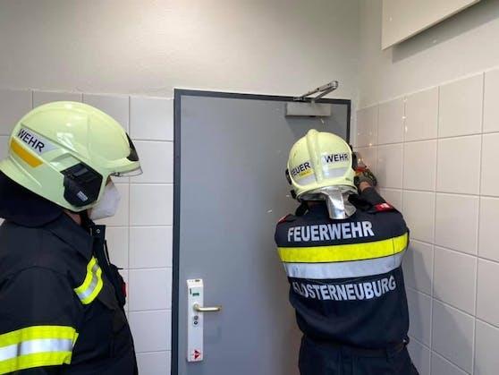 Feuerwehr werkt am Bahnhofsklo
