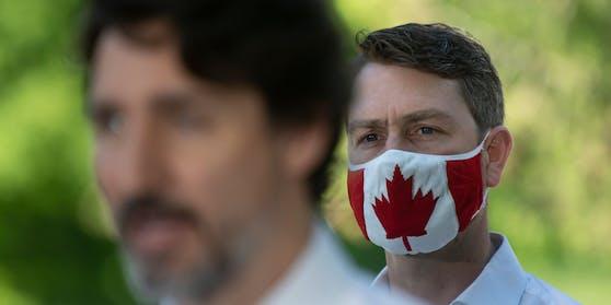 William Amos ist seit 2015 Mitglied des kanadischen Unterhauses (im Bild mit Premierminister Justin Trudeau)
