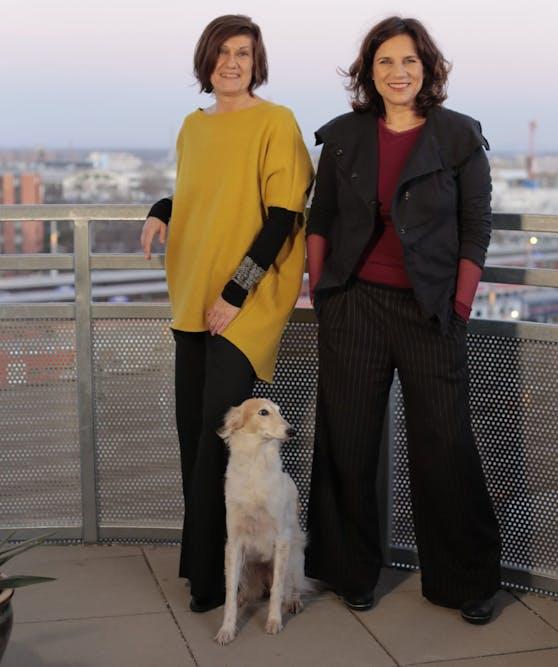 Die Sex-Beraterinnen Barbara Zuschnig und Beatrix Roidinger (v.l.) verraten, wie es trotz Pandemie wieder erotisch wird.