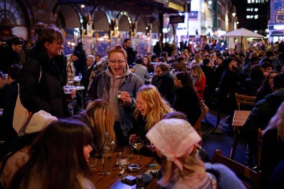 Die Menschen feierten in London ungehemmt.